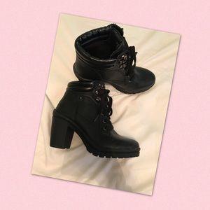 🌸Super Cute heeled boots🌸